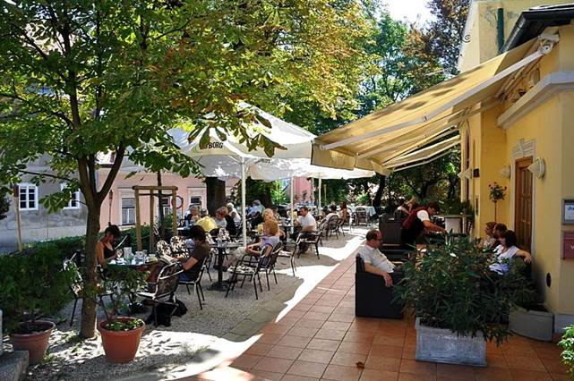 Kavana Palainovka među najstarijima je u Zagrebu. Otvorena je davne 1837.