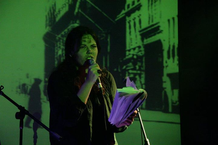 Jasminina poezija istovremeno je intimna, gorka i snažna