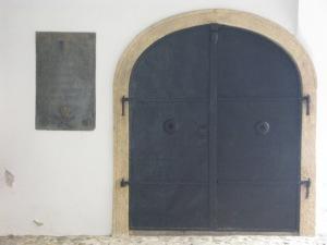 Grob u Demetrovoj kao da otvara vrata za podzemni svijet onima koji imaju ključeve