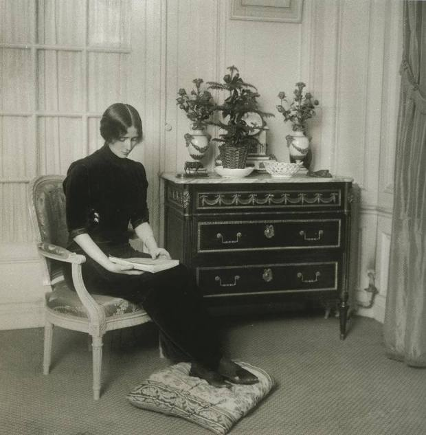 """Cléopatra Diane (""""Cléo"""") de Mérode (27 September 1875 – 17 October 1966 (aged 91)) was a French dancer of the Belle Époque"""