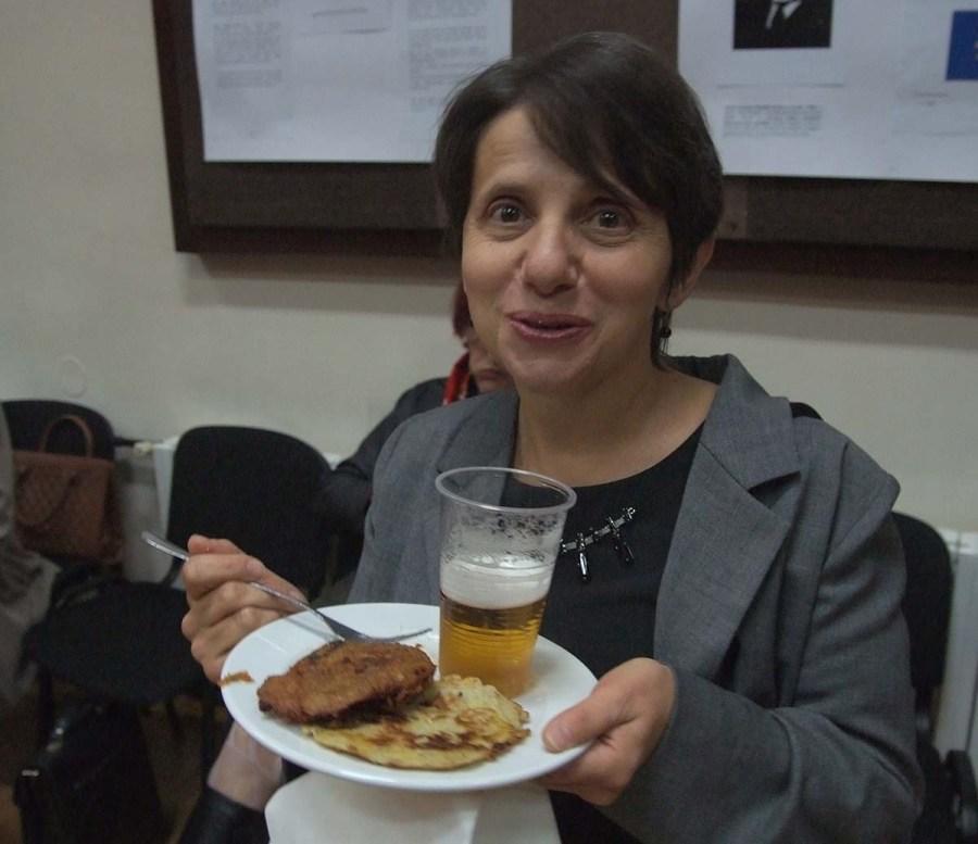 Neobična upotreba tanjura za domjenak u Češkom domu